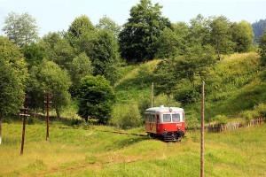Zügig legt sich der Malaxa in die Kurve. Nebenbahn-Romantik in Rumänien