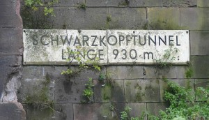 Schild am Schwartzkopftunnel