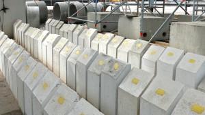 Muster aus verschiedenen Beton-Mischungen für die Stuttgart 21 Kelchstütze