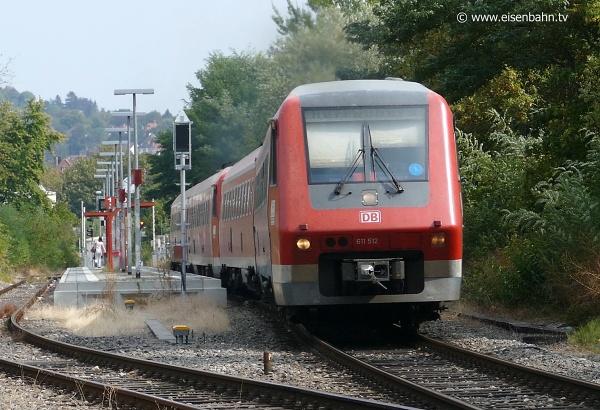 Mit einen blauen Punkt an der Frontscheibe sind die Züge mit zugelassener Neigetechnik gekennzeichnet.