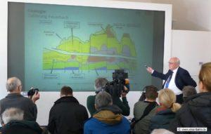 Prof. Walter Wittke erklärt die Maßnahmen gegen das aufquellen des Anhydrits