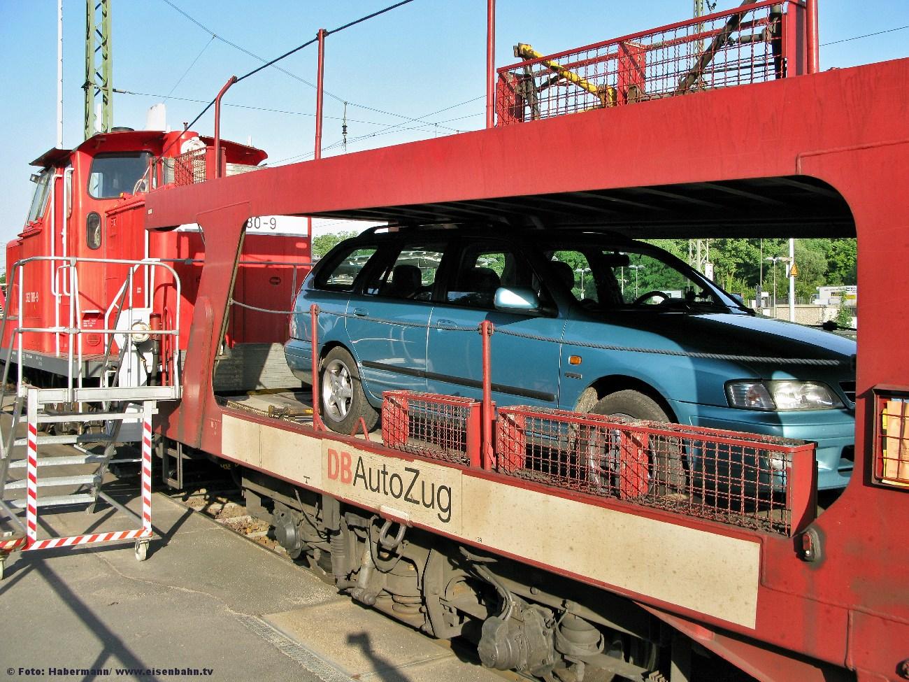 362 780-9 rangiert einen Autozug in Berlin Wannsee am 2. Juni 2008