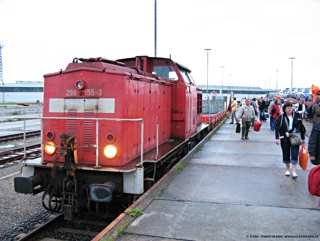 Autozug Rostock Seehafen Entladung mit 202 155-3 - 01.09.2008