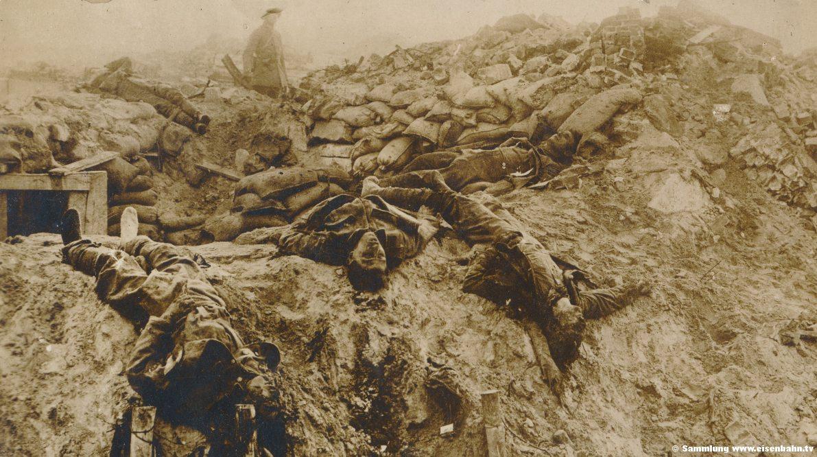 Blick in einen französischen Schützengraben Soldaten Gefallene erster Weltkrie