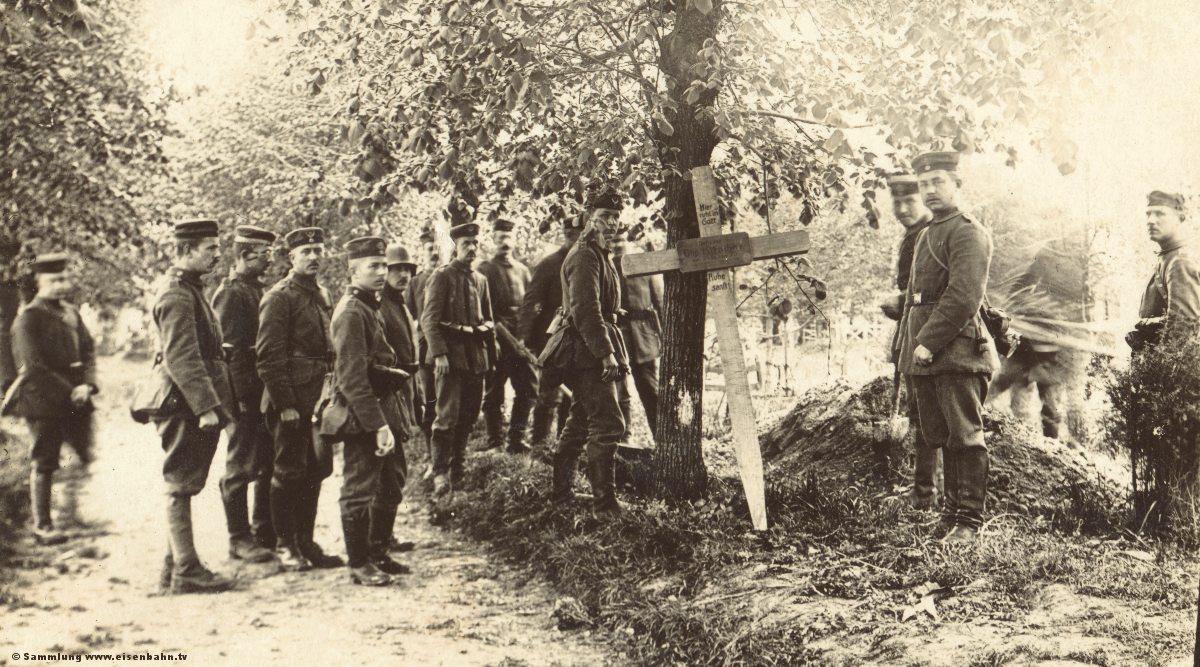 Grab eines Kameraden auf dem Friedhof von Peronne Beerdigung